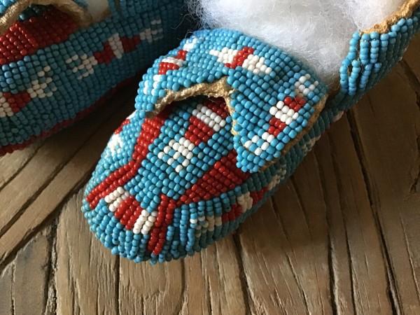 , Baby Moccasins völlig bedeckt mit Glasperlen (Beadwork), Indianer - Schmuck und Kunsthandwerk - prairie wind