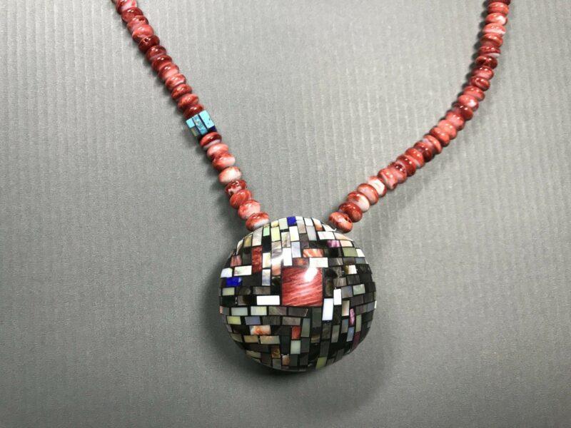 Charlene Sanchez Reano (San Felipe, Kewa) – Halskette mit doppelseitigem Muschelanhänger