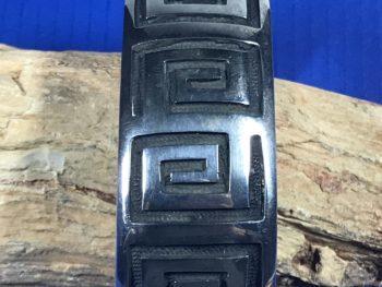 Anderson Koinva (Hopi) – Armreif in Overlay-Technik