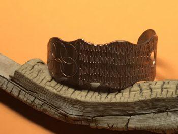 Aaron Brokeshoulder (Shawnee-Choktaw-Pueblo) – Armreif aus Kupfer