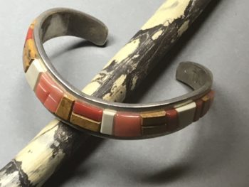 Tommy Jackson (Navajo) – herzförmiger Armreif
