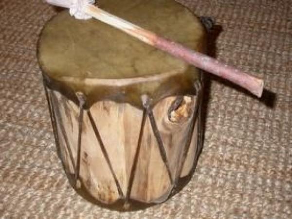 kleine Cochiti-Trommel (doppelseitig bespannt)