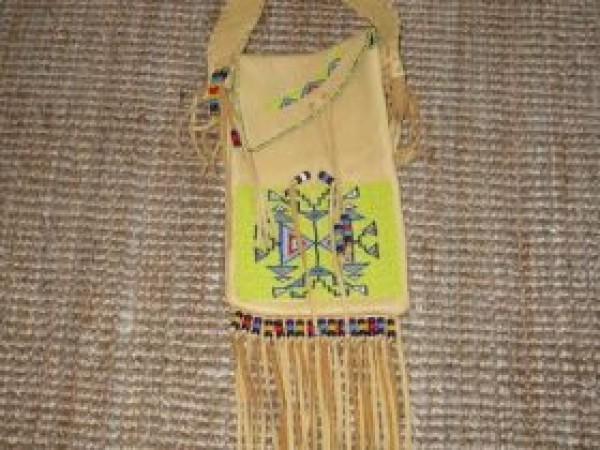 , Douglas Fast Horse (Oglala Lakota) – Elchledertasche, Indianer - Schmuck und Kunsthandwerk - prairie wind