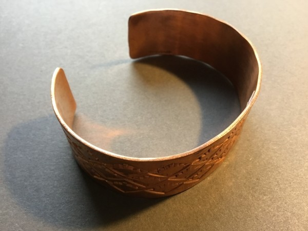 , Aaron Brokeshoulder (Shawnee-Choctaw-Pueblo) – gehämmerter Kupferarmreif, Indianer - Schmuck und Kunsthandwerk - prairie wind