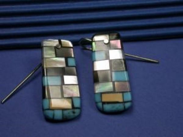 Charlene Reano (Kewa) – Mosaic Inlay auf Muschel – Ohrring