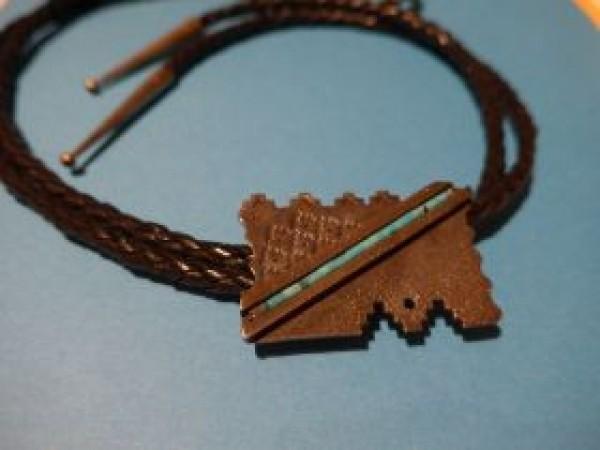 , Aaron Brokeshoulder (Shawnee-Pueblo) – Silber Bolo Tie